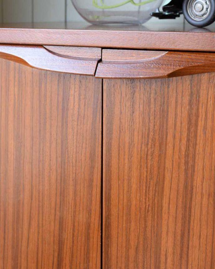 x-1147-f ヴィンテージサイドボードの扉の取っ手