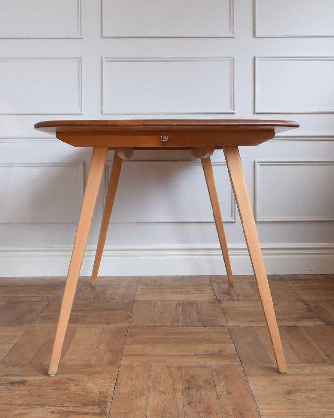 x-1152-f アンティークテーブルの横