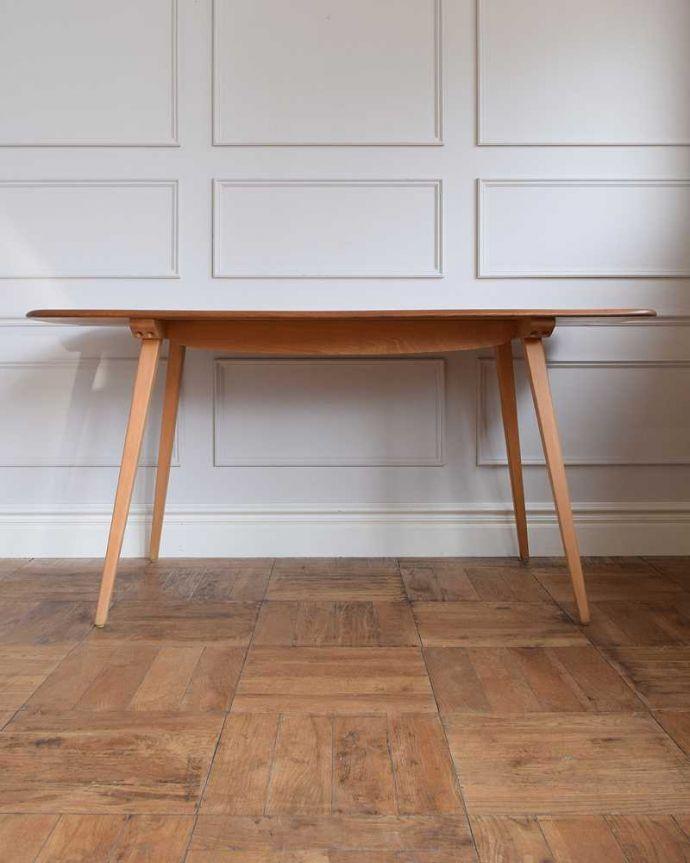 x-1152-f アンティークテーブルの後ろ