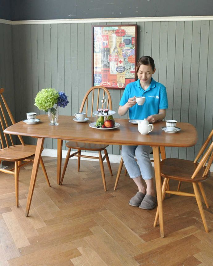 アーコールの家具 アンティーク家具 イギリスのヴィンテージ家具、アーコール社のダイニングテーブル (リフェクトリーテーブル)。スマートなデザインが人気のヴィンテージテーブルシンプルなデザインだから、どんなインテリアにも似合っちゃう所が人気のヒミツ。(x-1152-f)