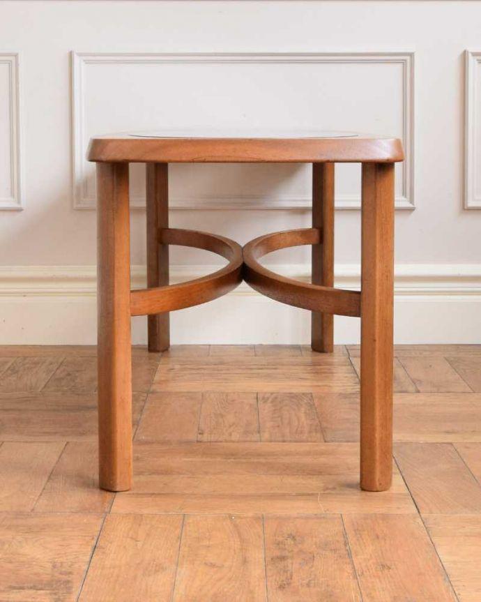 x-1177-f 英国アンティークコーヒーテーブルの後ろ