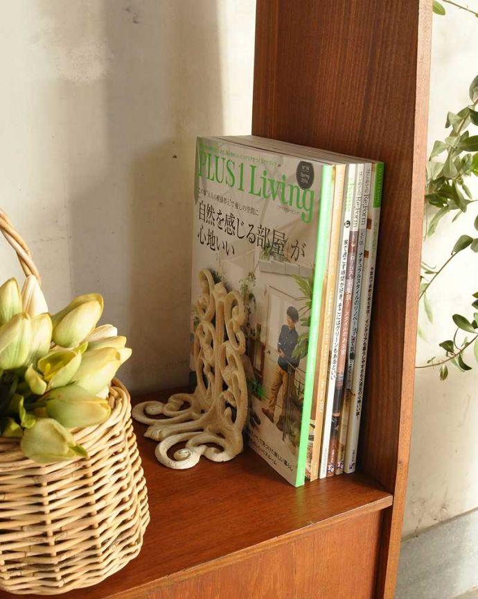 アンティークのキャビネット アンティーク家具 本棚や飾り棚に使えるヴィンテージ家具、イギリスで見つけたディバイダー。A4サイズの雑誌もたっぷり収納高さがあるので、本棚として雑誌も立てて収納出来ます。(x-1178-f)