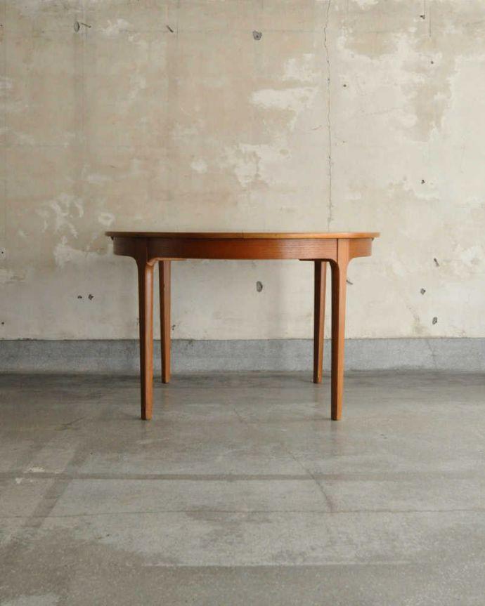 x-1180-f アンティークテーブルの横
