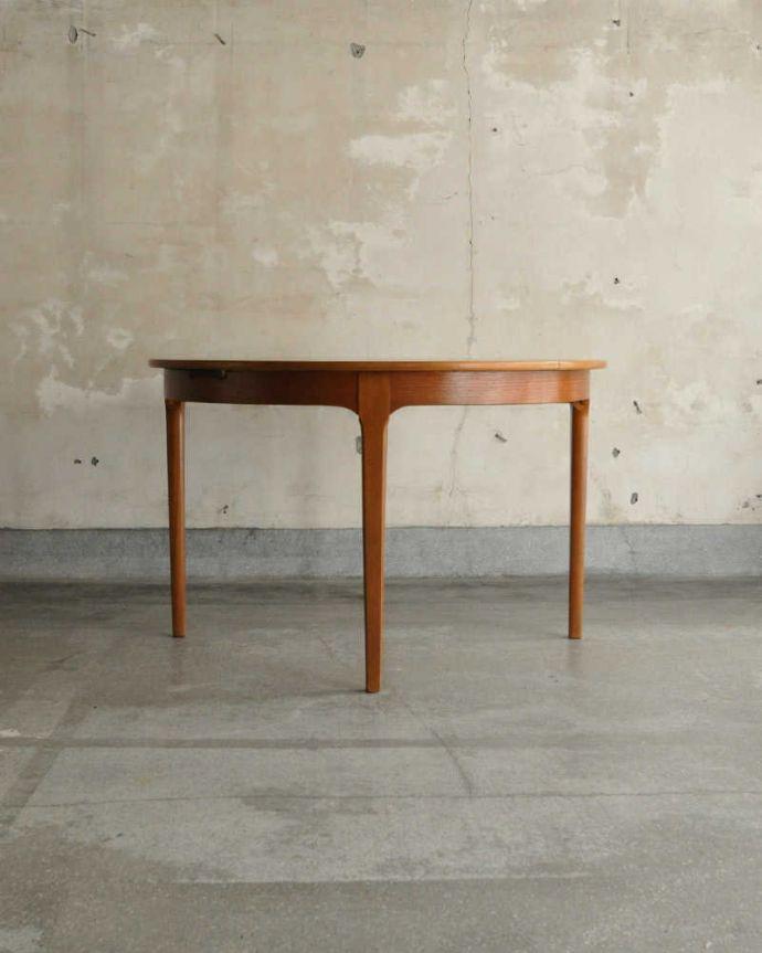 x-1180-f アンティークテーブルの後ろ
