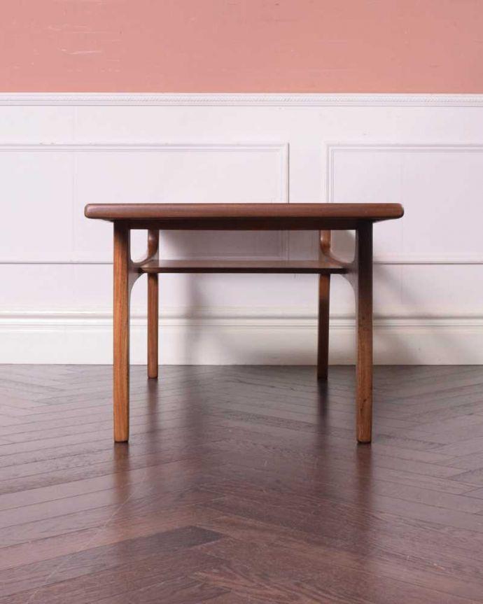 x-1209-f 英国アンティークコーヒーテーブルの後ろ