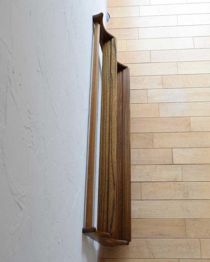 アーコールの家具 アンティーク家具 アーコール社のヴィンテージのウォールシェルフ(プレートラック)。上から見ると分かるプレートを立てる溝天板もこんな感じで、きちんと仕上げました。(x-1215-f)