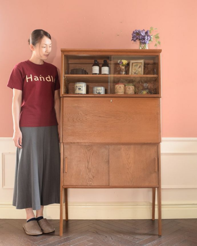 ビューロー アンティーク家具 ビューローキャビネット 人気のヒミツは北欧スタイルのデザインやっぱりスッキリとカッコイイ北欧デザインが人気のサイドボード。(x-1359-f)