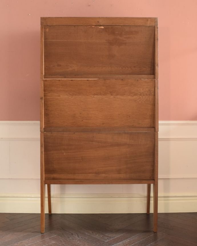 ビューロー アンティーク家具 ビューローキャビネット もちろん後ろ姿もキレイですビンテージは新品ではないので、もちろん経年変化によるキズはあります。(x-1359-f)