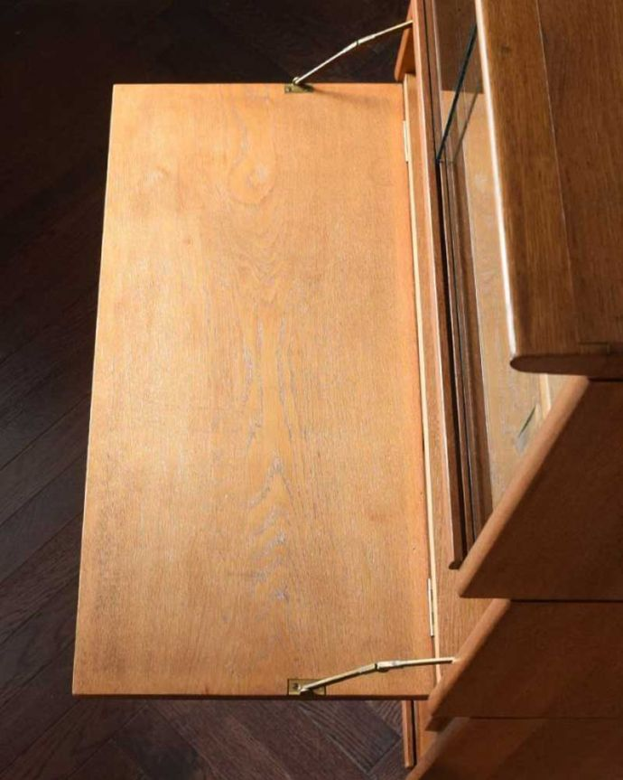 ビューロー アンティーク家具 ビューローキャビネット 天板の塗装もキレイに仕上げましたヴィンテージの家具は修復方法が様々。(x-1359-f)