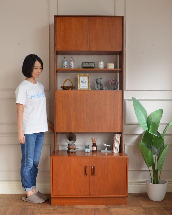 アンティークのキャビネット アンティーク家具 G-planユニットキャビネット 人気のヒミツは北欧スタイルのデザインやっぱりスッキリとカッコイイ北欧デザインが人気のサイドボード。(x-1399-f)