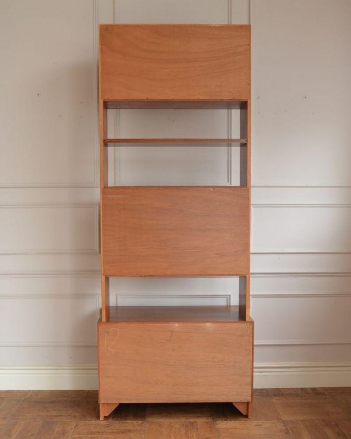 アンティークのキャビネット アンティーク家具 G-planユニットキャビネット もちろん後ろ姿もキレイですビンテージは新品ではないので、もちろん経年変化によるキズはあります。(x-1399-f)