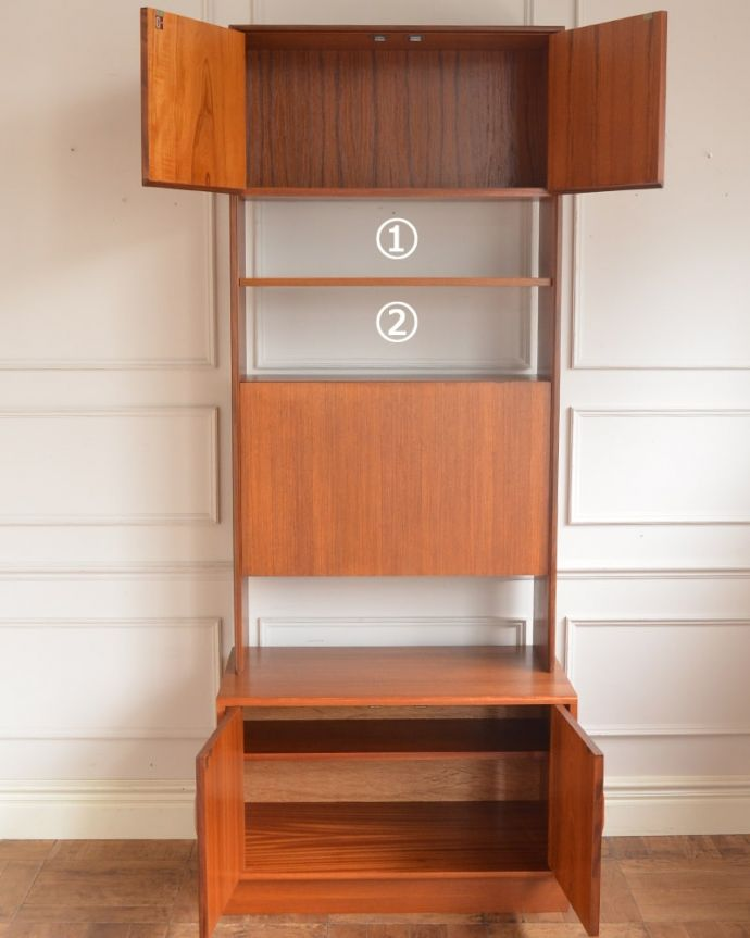 G-PLAN(Gプラン) アンティーク家具 G-PLANのヴィンテージ家具、引き戸付きのビューローキャビネット(デスク)。扉の奥はたっぷり収納扉を開けると、中にはたっぷりの収納。(k-2595-f)