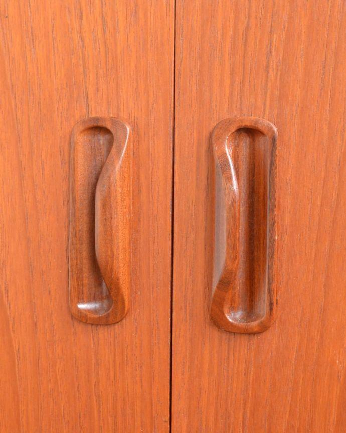 アンティークのキャビネット アンティーク家具 G-planユニットキャビネット こんな所もスタイリッシュ家具に似合うシンプルな取っ手。(x-1399-f)