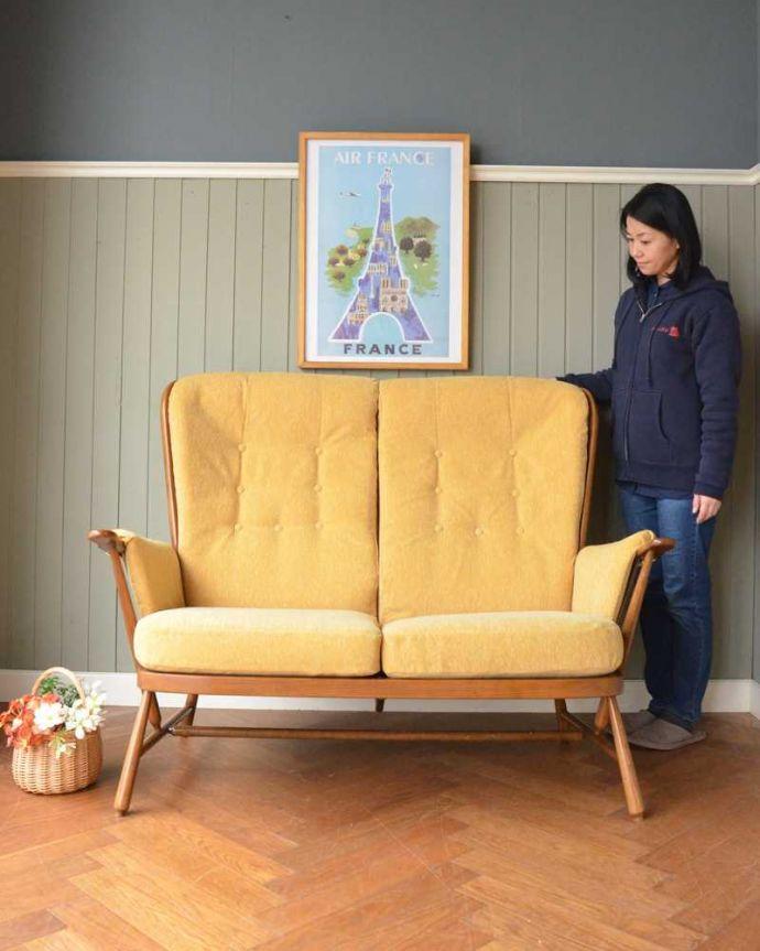 アーコールの家具 アンティーク チェア 高い背もたれでゆっくりくつろげる・・・アーコールの2人掛けソファ。アーコールらしいスッキリしたカッコよさシンプルな中にアーコールらしい職人技が見られるラウンジチェア。(x-487-c)
