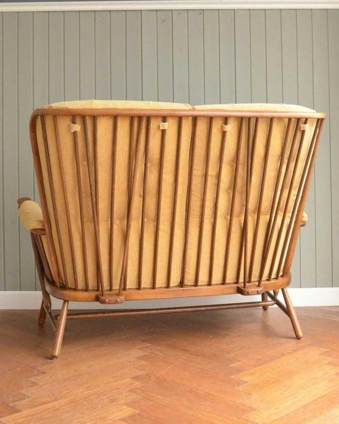 アーコールの家具 アンティーク チェア 高い背もたれでゆっくりくつろげる・・・アーコールの2人掛けソファ。やっぱりアーコール。(x-487-c)