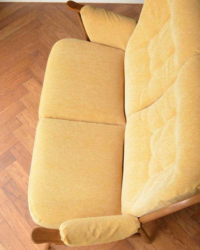 アーコールの家具 アンティーク チェア 高い背もたれでゆっくりくつろげる・・・アーコールの2人掛けソファ。広々とした座面ふかふかの大きな座面が包み込んでくれます。(x-487-c)