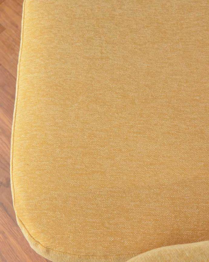 アーコールの家具 アンティーク チェア 高い背もたれでゆっくりくつろげる・・・アーコールの2人掛けソファ。座面の生地はこんな感じ温かい雰囲気をつくってくれる可愛らしい生地です。(x-487-c)