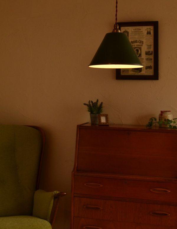 アンティークエナメルランプの点灯