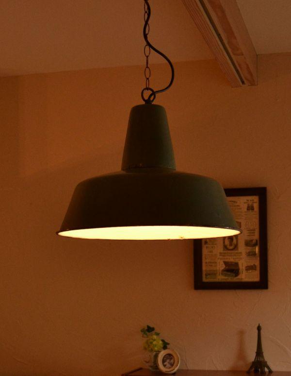 アンティークフランスランプ(アンティークグリーン)の点灯
