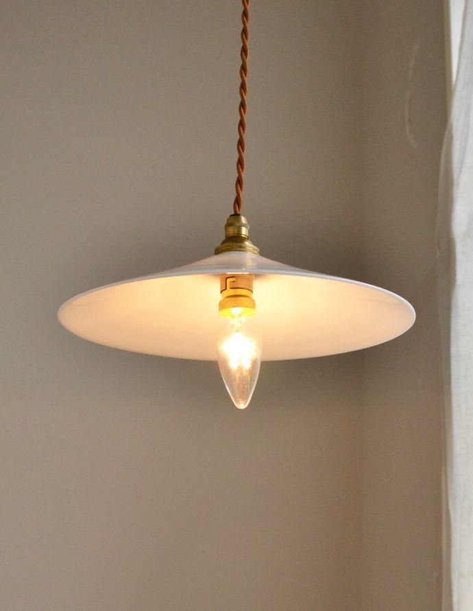 x-706-z アンティークミルクガラスランプの点灯