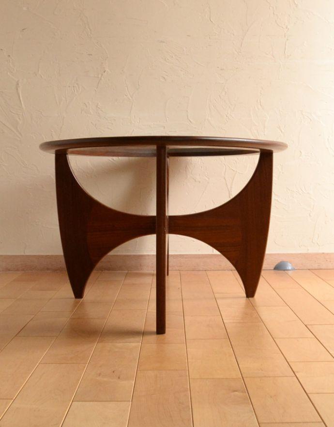 x-766-f アンティークコーヒーテーブルの横