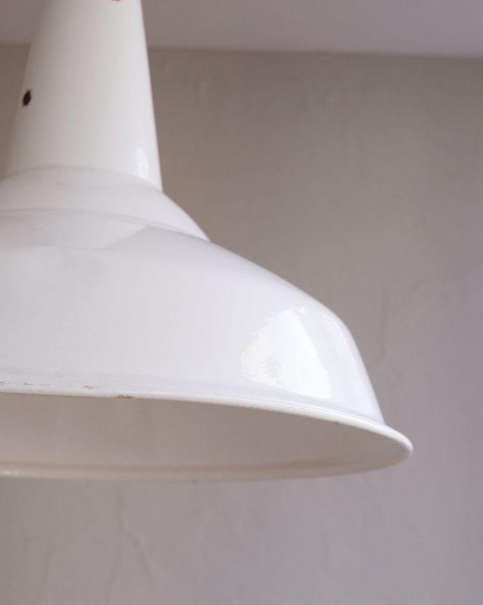 ペンダントライト 照明・ライティング カッコ可愛い北欧インテリア、白いホウロウのヴィンテージペンダントライト(E26)。お部屋の中をふわっと彩りますペンダントライトは、灯りが付いていない時も目立つ存在。(x-780-z)