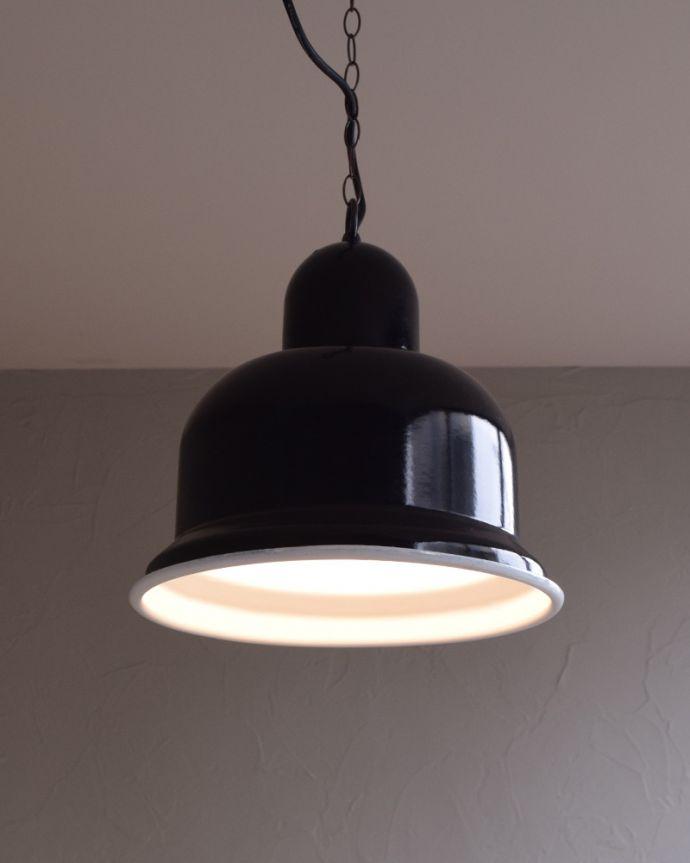 x-781-z ヴィンテージエナメルランプ(ブラック)の点灯時(正面)