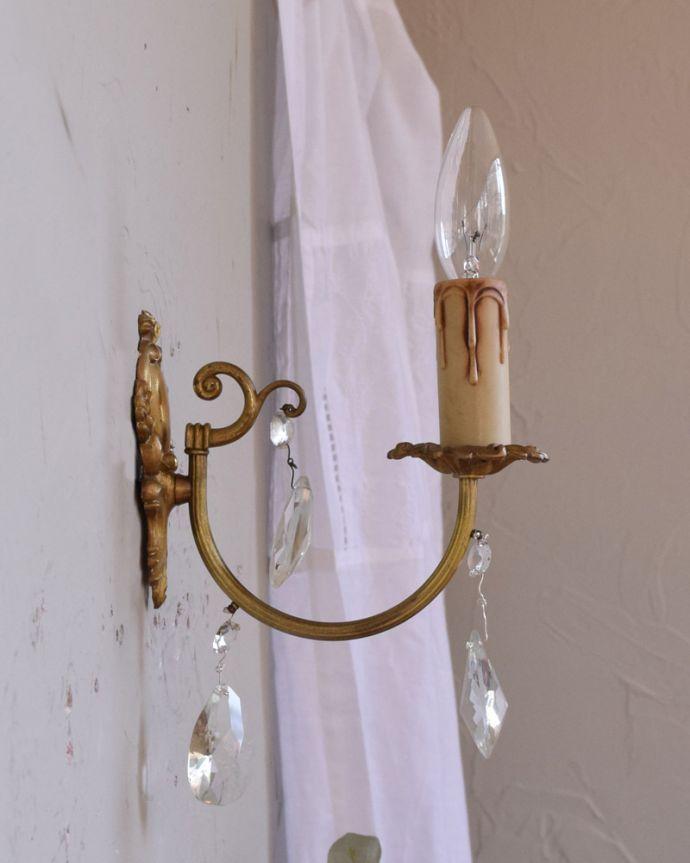 壁付けブラケット 照明・ライティング フランスアンティーク照明、ガラスドロップ付きのウォールシャンデリア(E17シャンデリア球付)。横から見ると・・・壁を彩るシャンデリアは横から見てもステキです。(x-783-z)
