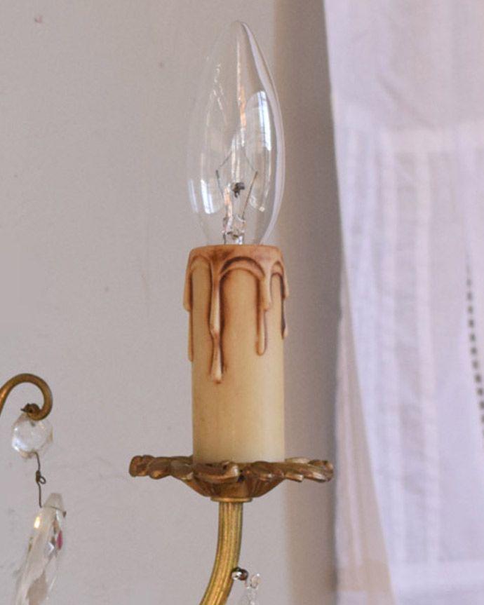 壁付けブラケット 照明・ライティング フランスアンティーク照明、ガラスドロップ付きのウォールシャンデリア(E17シャンデリア球付)。LEDも使えます口金は100Wまで対応可能ですが、蝋管付きなので白熱球は40W以下がオススメです。(x-783-z)