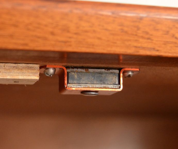 x-805-f ヴィンテージサイドボードのマグネット