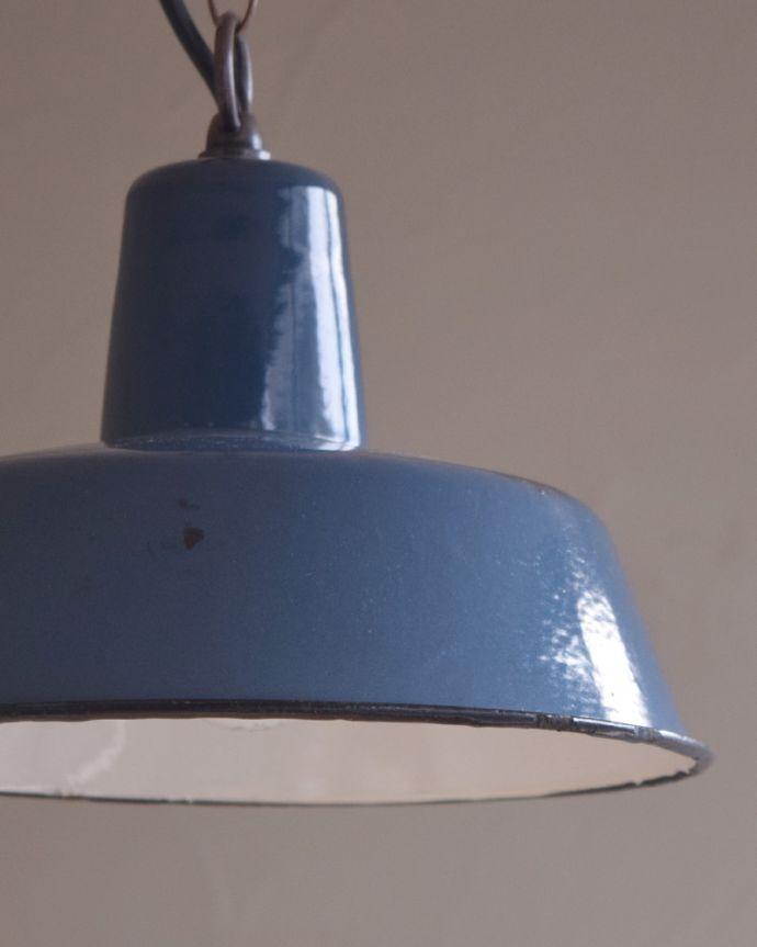 x-824-z アンティークエナメルランプの消灯時アップ