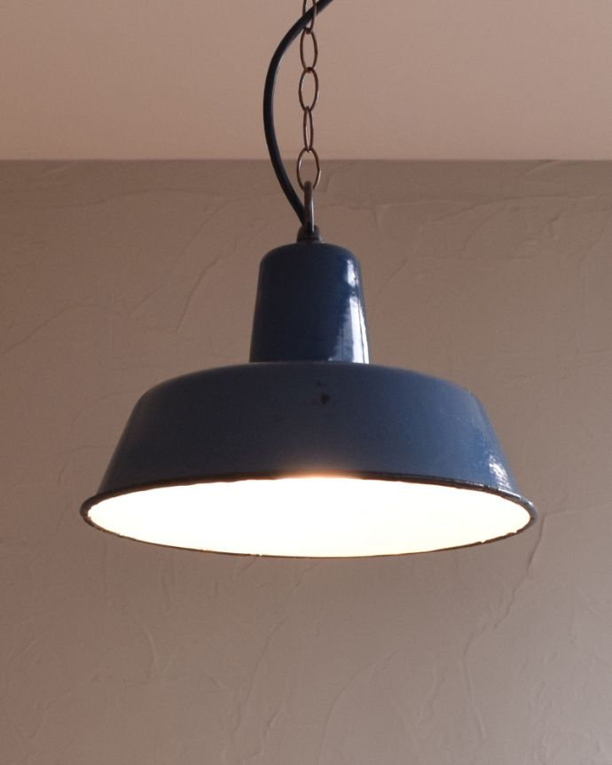 x-824-z アンティークエナメルランプの点灯時
