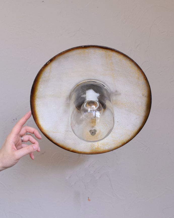 壁付けブラケット 照明・ライティング 濃いグリーンがカッコいいアンティークのポーチライト(外灯)(E26球付)。フランスらしいデザインで玄関をオシャレに照らします玄関をフレンチ気分で照らしてくれる外灯。(x-835-z)