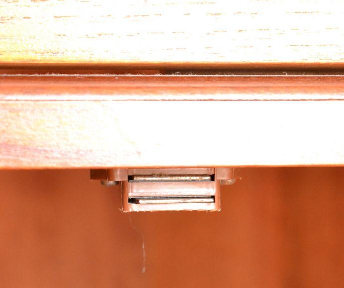 x-844-f アンティークコーナーキャビネットのマグネット