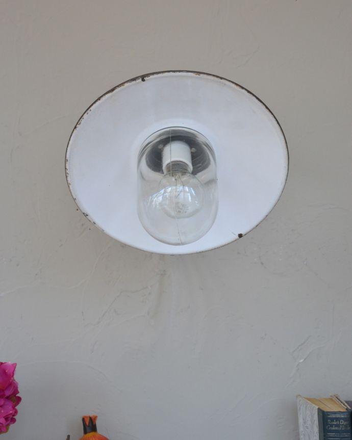 壁付けブラケット 照明・ライティング フランスの黒いアンティークデッキランプ、ポーチライト(外灯)(E26球付)。ガラスのカバーが付いているので外灯に使えます。(x-847-z)