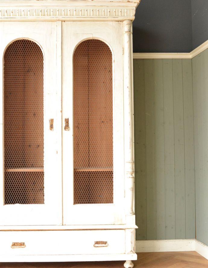 アンティークのキャビネット アンティーク家具 ペイント仕上げのアンティーク家具、フランスのグリアージュキャビネット。女子心を掴むグリアージュの扉フランスらしいグリアージュの扉。(x-851-f)