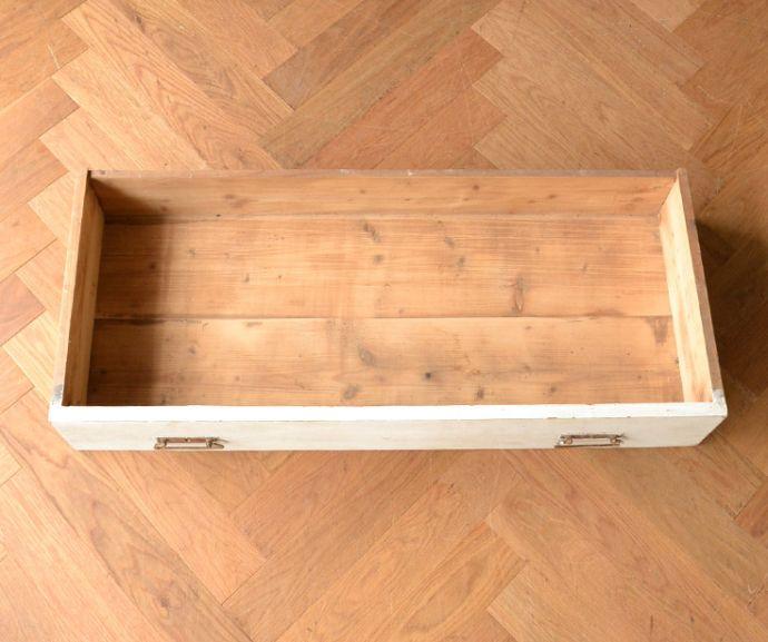アンティークのキャビネット アンティーク家具 ペイント仕上げのアンティーク家具、フランスのグリアージュキャビネット。引き出しもキレイです修復する際、引き出しの中もキレイにしたので、いろんなものを実用的に収納してお使い下さい。(x-851-f)