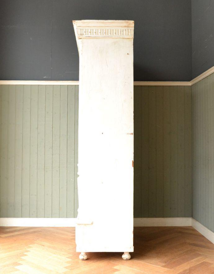 アンティークのキャビネット アンティーク家具 ペイント仕上げのアンティーク家具、フランスのグリアージュキャビネット。横から見た姿もステキ横から見てみるとこんな感じです。(x-851-f)