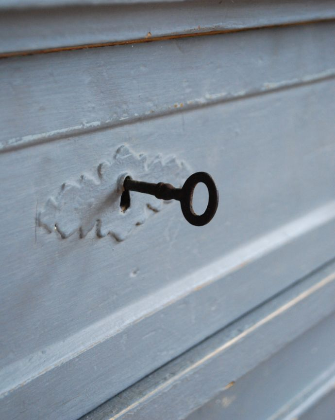 x-852-f アンティークカップボード(グレイ)の鍵2
