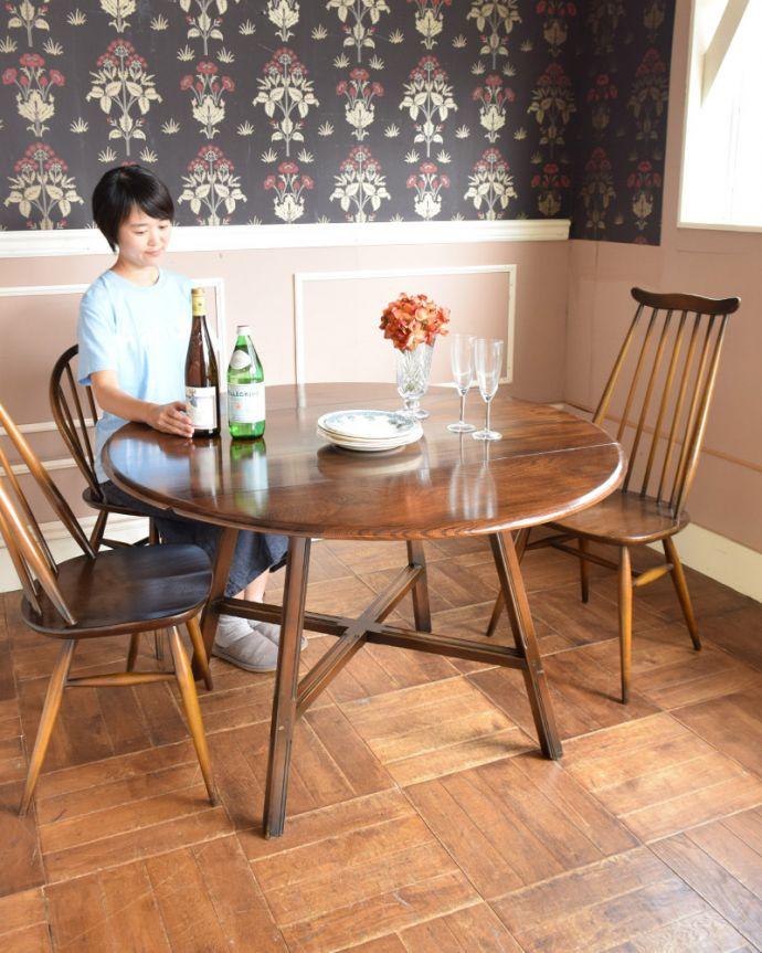 x-898-f アンティークアーコールドローリーフテーブルのモデル入り