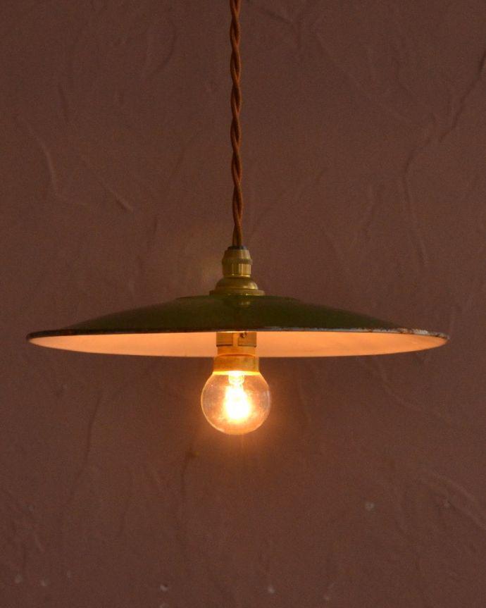 照明・ライティング ランプシェード ほっこりあたたかい雰囲気ホウロウで出来たアンティークのシェードは、ほっこりとあたたかい雰囲気が人気です。(x-943-z)