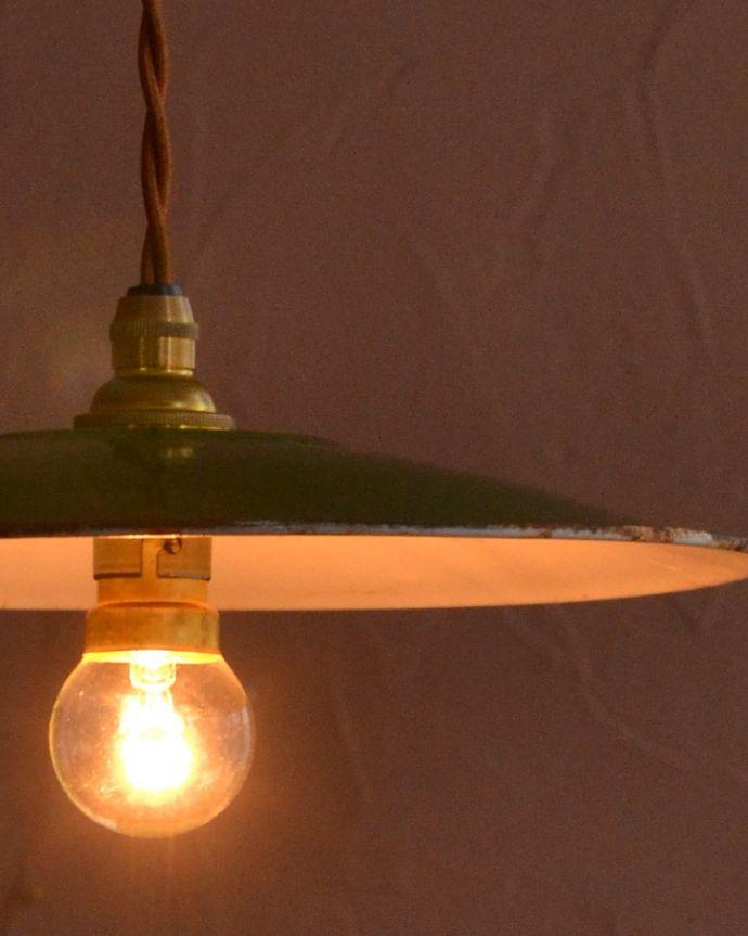 照明・ライティング ランプシェード キレイなものを選んできましたアンティークのホウロウには必ずチップが入っていますが、キレイなものを選んできました。(x-943-z)