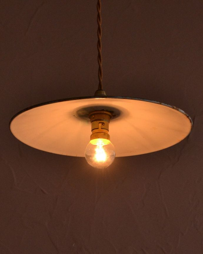 照明・ライティング ランプシェード 夜になると・・・ふわっとした優しい灯りで周りを包み込んでくれます。(x-943-z)