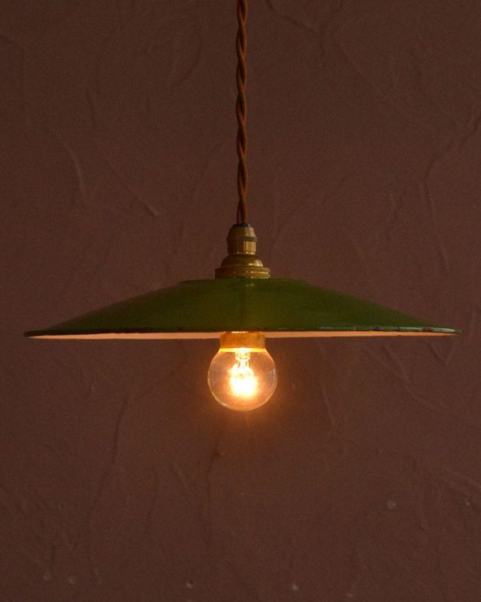 照明・ライティング ランプシェード ほっこりあたたかい雰囲気ホウロウで出来たアンティークのシェードは、ほっこりとあたたかい雰囲気が人気です。(x-945-z)