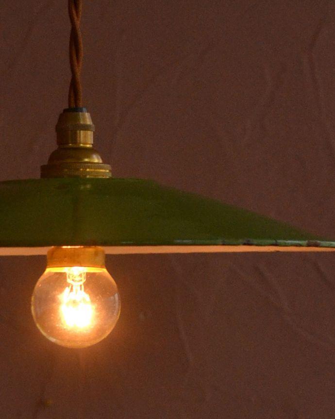 照明・ライティング ランプシェード キレイなものを選んできましたアンティークのホウロウには必ずチップが入っていますが、キレイなものを選んできました。(x-945-z)