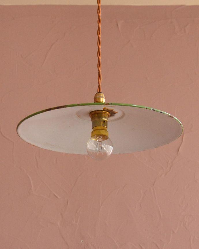 照明・ライティング ランプシェード 下から見上げると・・・実際に取り付けてカウンターやダイニングの下からのぞくとこんな感じです。(x-945-z)