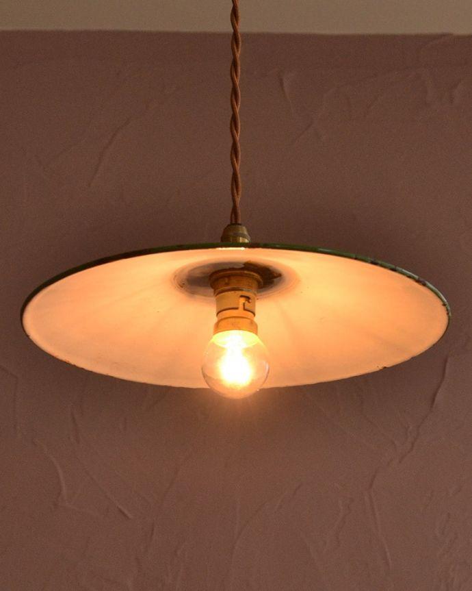 照明・ライティング ランプシェード 夜になると・・・ふわっとした優しい灯りで周りを包み込んでくれます。(x-945-z)