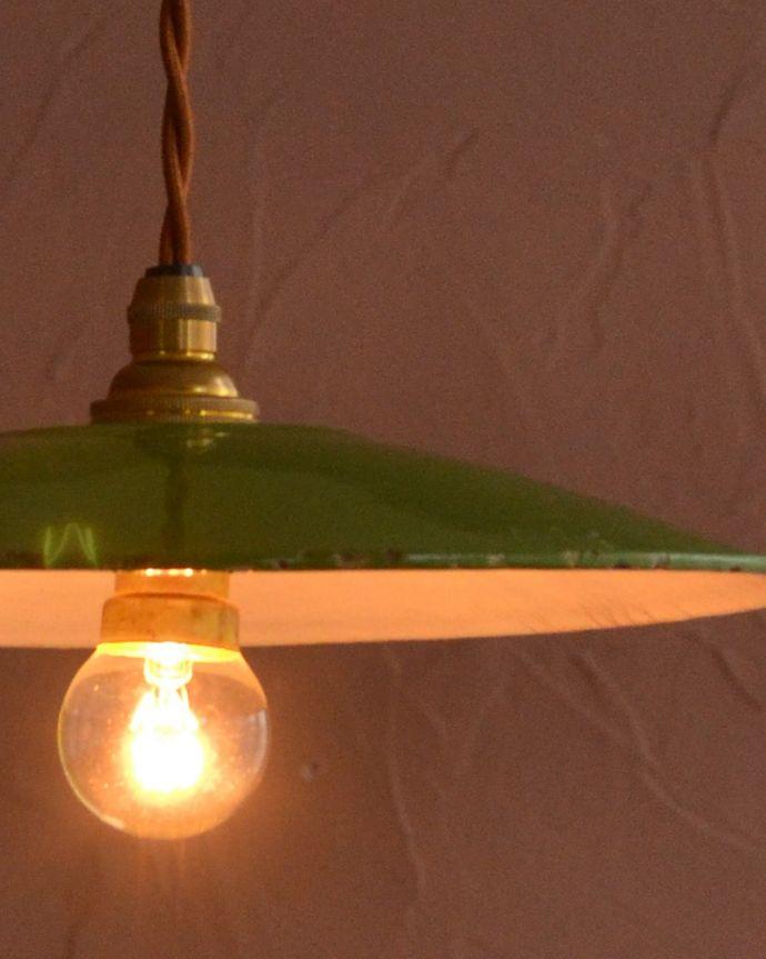 照明・ライティング ランプシェード キレイなものを選んできましたアンティークのホウロウには必ずチップが入っていますが、キレイなものを選んできました。(x-946-z)