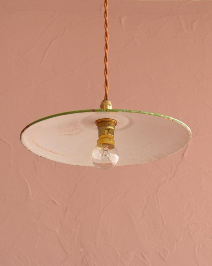 照明・ライティング ランプシェード 下から見上げると・・・実際に取り付けてカウンターやダイニングの下からのぞくとこんな感じです。(x-946-z)