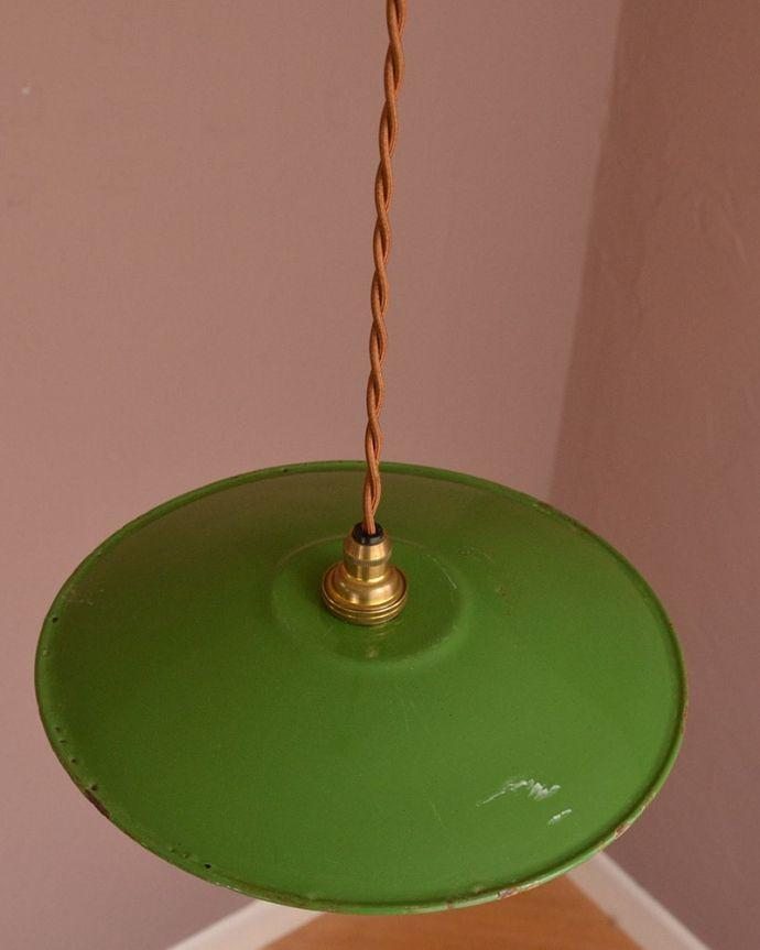 照明・ライティング ランプシェード 取り付け金具は日本仕様シェードはアンティークですが、取り付け金具は日本仕様の新しいものです。(x-946-z)
